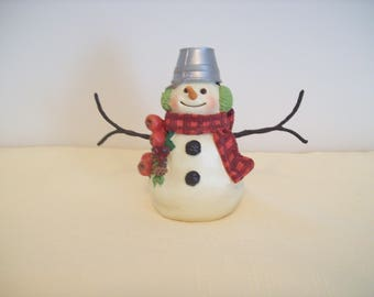 Hallmark Snowman 5-Inch Resin Figurine with Pail Hat and Apples. Vintage