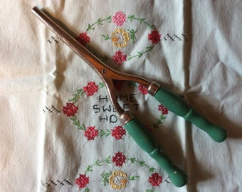 Vintage Green Handled Curling Iron