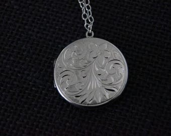 Vintage Sterling Silver Locket - Silver Flower Locket with chain - Vintage Flower Locket - Vintage Silver Locket