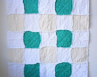 Green rag quilt - Baby rag quilt - Crib rag quilt - Gender neutral quilt