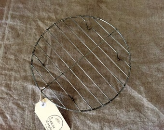 Round VINTAGE wire cake cooling rack. Vintage French kitchen / display. FABULOUS.