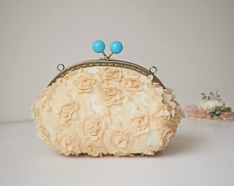 3D Flower vintage beige clutch , Floral Purse Frame, Bridal Wedding Bag , Chain İvory bridal purse , Beaded bridal clutch, Bridesmaids gift,