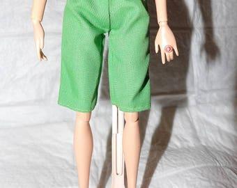 Fashion Doll Coordinates - Solid green capri shorts - es425