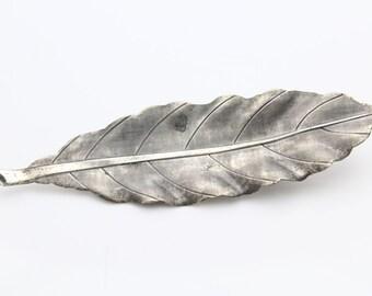 Vintage Textured Wavy Leaf Brooch in Sterling Silver. [9238]