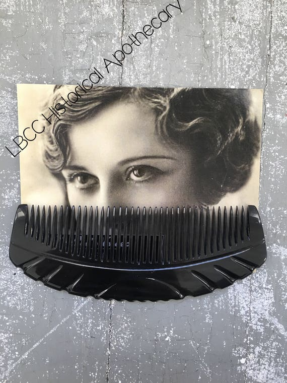 Simple, Natural 1930s Makeup Guide Art Deco Vintage Horn Comb Marcel Wave HairStyle 1920s 1930s Comb Vintage Vanity 1920s Hair 1930s Hairstyle Vintage Girl Accessory $25.00 AT vintagedancer.com