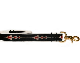 Black dog leash, arrow print