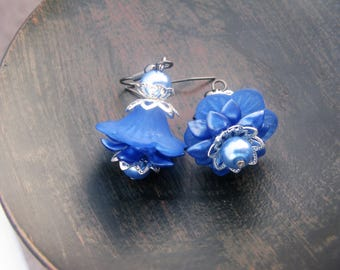 Blue Lucite Flower Earrings, lucite flower earrings, blue earrings, blue flower earrings, lucite earrings, flower earrings, vintage earrings