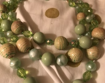 50s costume jewelry grean beaded necklace