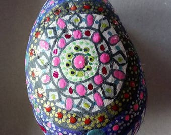 Pebble-shaped eggs painted by hand
