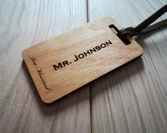 Mr and Mrs Luggage Tags - Personalized Luggage Tags - Wedding Gift - Engagement Gift - Wood Bag Tag - Custom Gift - Wedding luggage tag