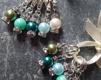 5 Knitting or crochet  stitch markers. Diamond and pearls (silver coloured)