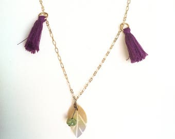 Gold chain necklace with purple pompons, green pearl and nacre leaf