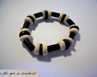 Bracelet wood beads and plastic