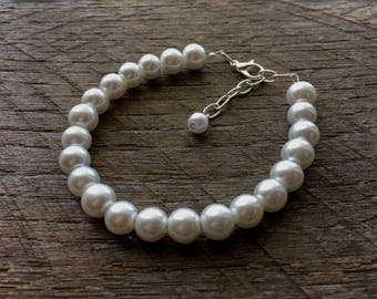 White Pearl Bracelet Bridal Bracelet One Single Strand Simple Pearl Bracelet on Silver or Gold Chain