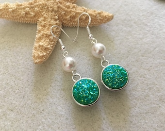 Green druzy earrings with Swarovski pearls beach earrings beach lover jewelry beach gifts for her beach girl gift ideas silver pearl earring
