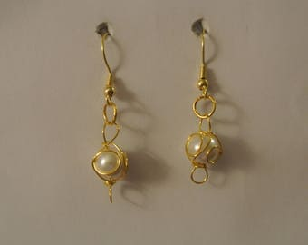Single Gold and Pearls and Gold Fishhook