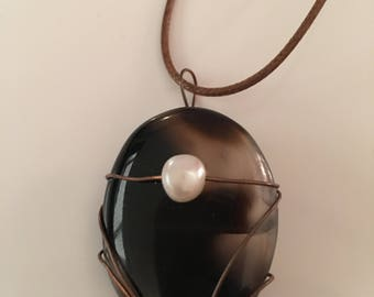 Agate and pearl pendant