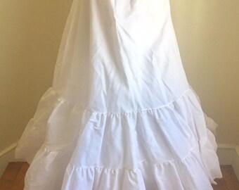 Vintage 1960s Misses' Full Length White Petticoat Skirt S M L