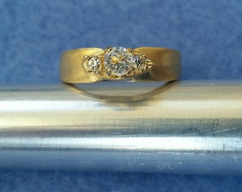 Vintage Espo Esposito Faux Diamond Three Stone Engagement Ring 14KT GE size 6.25 yellow gold plated