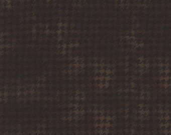 Maywood WOOLIES Brown Black Houndstooth MASF-1840-J Flannel Fabric BTY