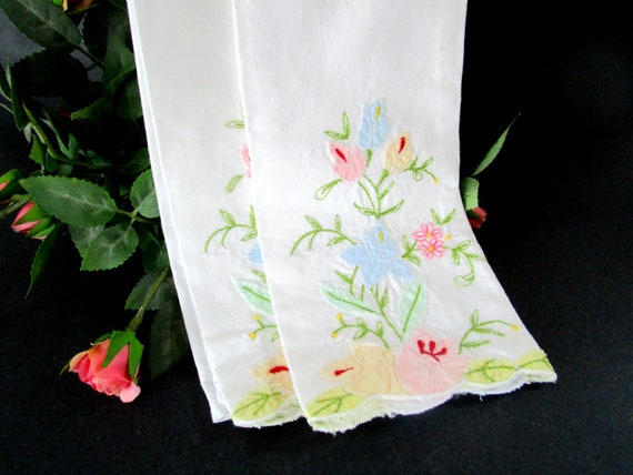 Pair of Guest Towels, Fingertip Towels, Tea Towels, Embroidered Appliqued, Farmhouse Cottage Decor, Housewarming Present, Pristine