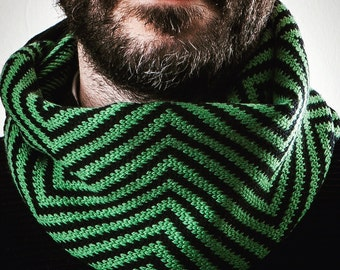 Infinity scarf. Wool 100%. Gift for men. Accessories for men. Woollo handmade. Black and green