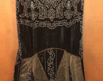 France ' 30s-antique evening dress in velvet, silk and beads-sewn and embroidered by hand