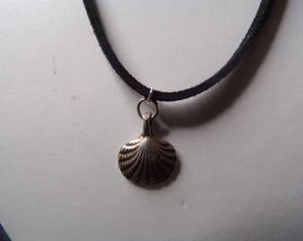 scallop shell choker