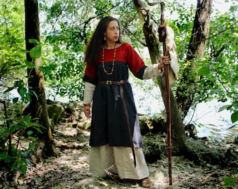 Medieval women dress in black and red woolen / Reenactment garb size S / Viking, Germanic, Early Middle Ages clothes / viking clothes