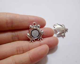 10 Frog Pendant Trays 8mm Round Bezel Setting Antique Silver Zinc Alloy