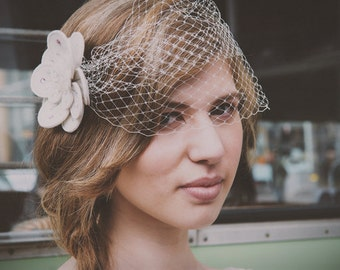 Flower Bridal Birdcage Veil, Felt Flower Fascinator, Wedding Flower Headpiece, 1950's Veil, Wedding Birdcage Veil, Ivory Veil, Flower Veil