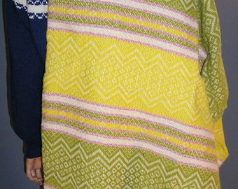 Vintage 1965, Faribo Woolen Mills, wool blanket, 56 x 53, MINT condition