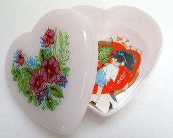 Vintage Valentine Heart Decoration/ Keepsake Box with Vintage Valentine Cards/ Gift for Her/Valentine Display