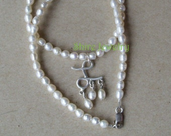 Anne Boleyns Initial Pearl Necklace