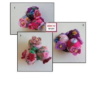 Handmade brooches Fleur, crochet and embroidery