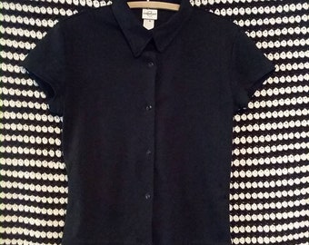 Basic black tight cropped 90s button up blouse