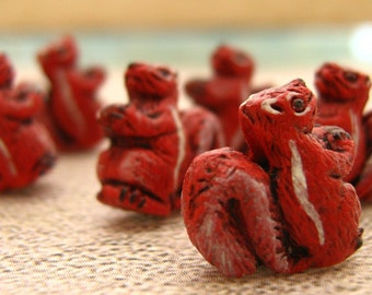 20 Tiny Squirrel Beads - red - CB476