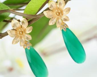 Green crystal earrings Gold flower earrings Long drop earrings Gemstone earrings Daisy earrings Crystal jewelry Long Teardrop Green earrings