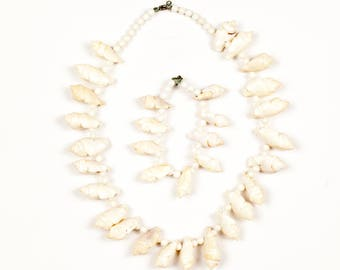 Vintage Seashell Necklace and Bracelet