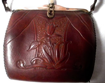 Vintage Art Nouveau handbag from the mid 20's in very nice condition.