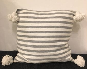 Pillows with tassels