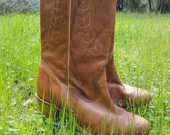 Leaf design 1970s// tan leather cowgirl boots size 8.5