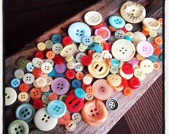 lot of + 50 gr of buttons all sizes and colors