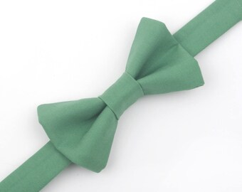 Leaf Green bow tie, green bow tie, green wedding, ring bearer bow tie, boys green bow tie, toddler bow tie, baby bow tie, boys bow tie