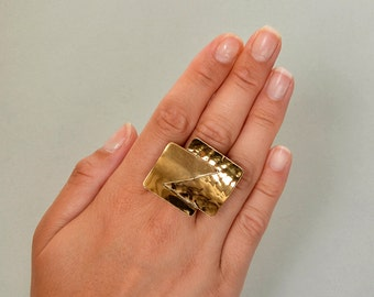 Brutalist gold ring, square large ring, chunky ring, middle finger ring, brass jewelry, hammered jewelry, adjustable ring, statement ring