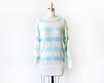vintage snowflake sweater, 80s sweater, white and blue striped snowflake knit pullover, 1980s ski sweater, winter sweater, medium m
