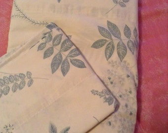vintage leaf pattern Full flat with matching pillowcase 1980s sheets Free shipping