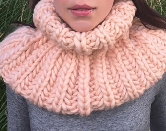 Hand Knit Cowl Scarf Snood, Chunky Knit Wool, Chunky Knit Cowl Scar for Women, Salmon