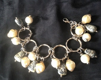 1950's VINTAGE Charm Bracelet  / stimutated pearl and sliver look charms