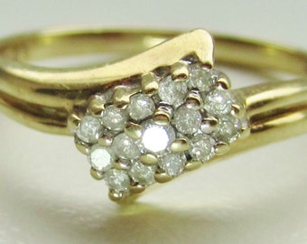 Stunning 9ct Gold Diamond Cluster Ring Size N /Size 7 1.8g